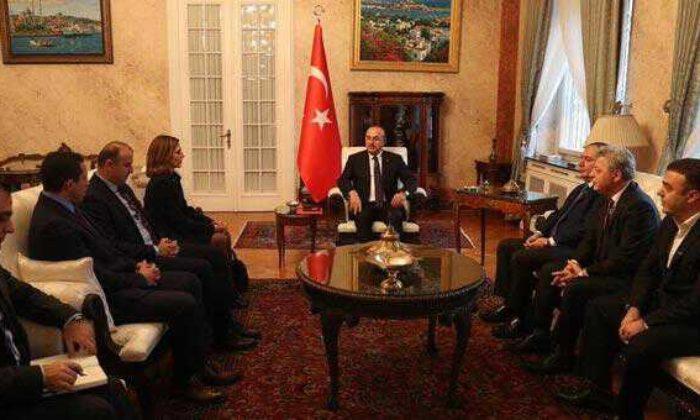 Dışişleri Bakanı Çavuşoğlu, Romanya'da Türk iş dünyası temsilcileri ile görüştü