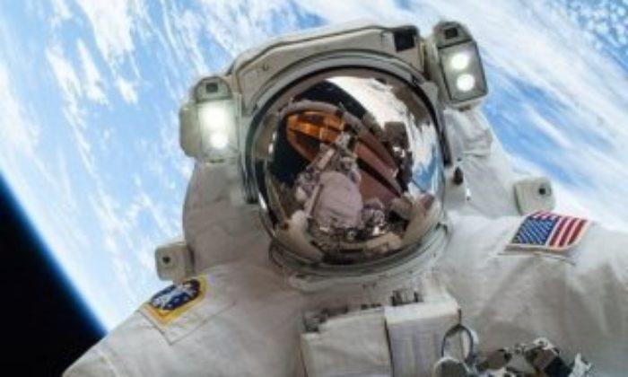 Astronotlar 2 milyar dolarlık modülü onardı