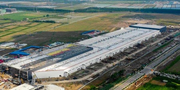 Tesla, Çin'de üretilen ilk otomobillerini teslim etti