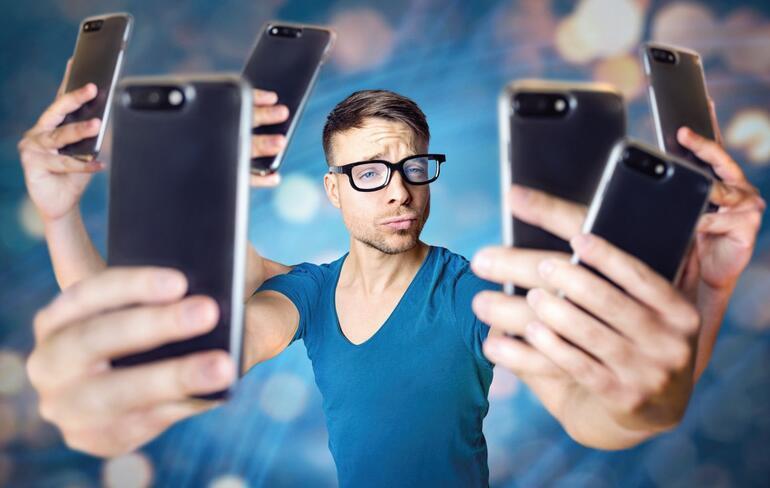 Sosyal medyadaki filtreli halimize âşık oluyor, sonra ona dönüşmeye çalışıyoruz