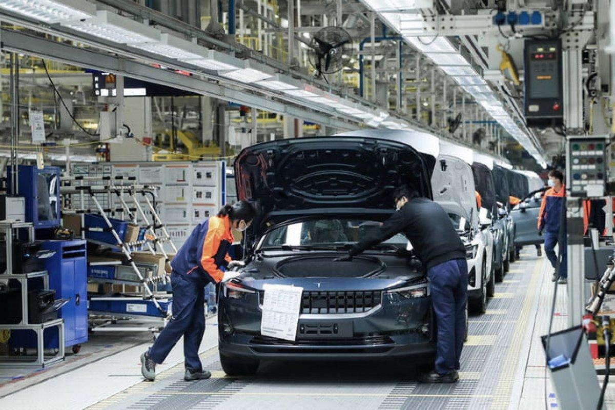 Volvo, Tesla'ya rakip olacak otomobilin üretimine Çin'de başladı