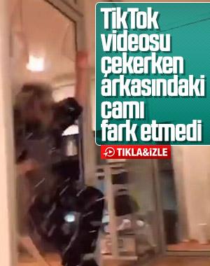 TikTok videosu çekerken cam kapıyı kırdı