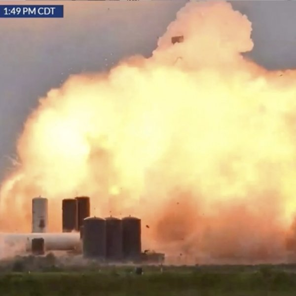 SpaceX'in Starship prototipi test sırasında patladı