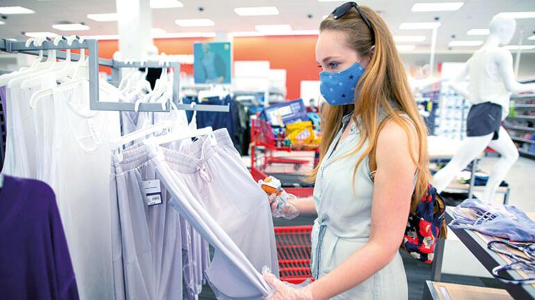 Yeniden açılan AVM'lerin çalışanlarından ilk haftanın özeti: Pijaması bittiği için gelen de var, açılmayan mağazalara sinirlenen de