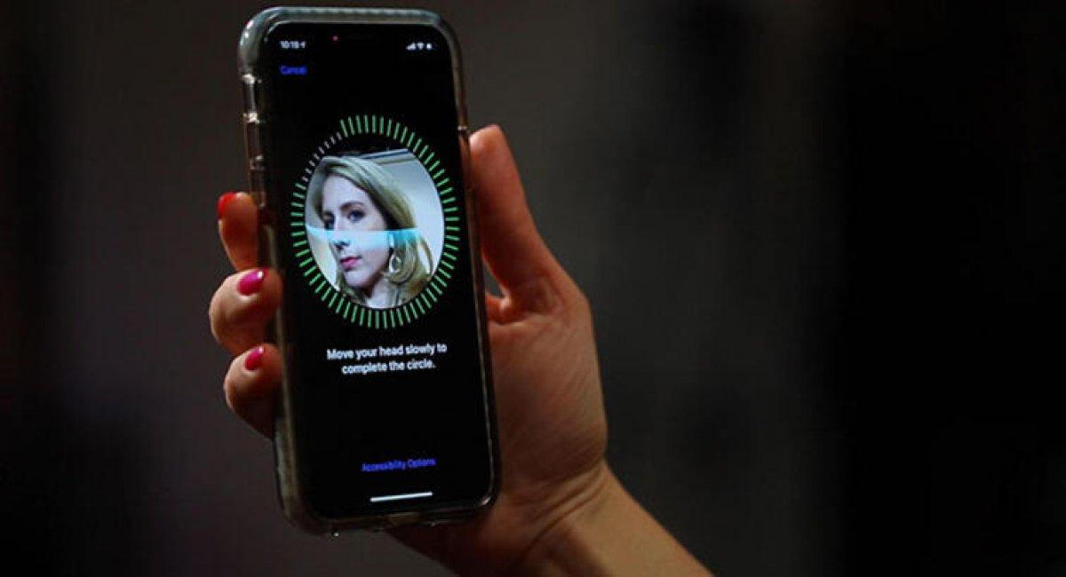 Apple, Face ID teknolojisini Mac'lere getiriyor