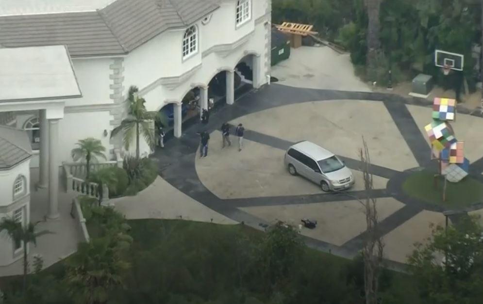 Ünlü YouTuber'ın evini FBI SWAT ekipleri bastı