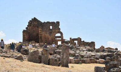 Zerzevan Kalesi'nin 1800 yıllık girişi bulundu