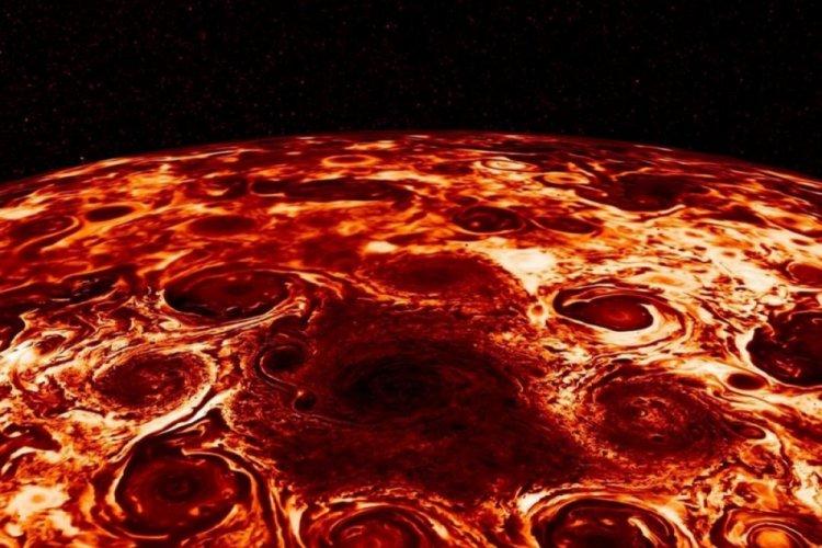NASA, Jüpiter'deki dev fırtınaları paylaştı