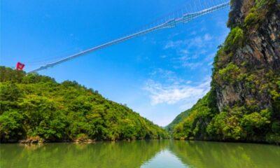 Dünyanın en uzun cam köprüsü Çin'de yapıldı