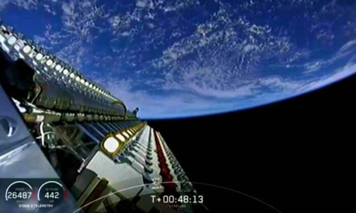 SpaceX'in Starlink internet uyduları, yanan bir kasabanın yardımına koştu