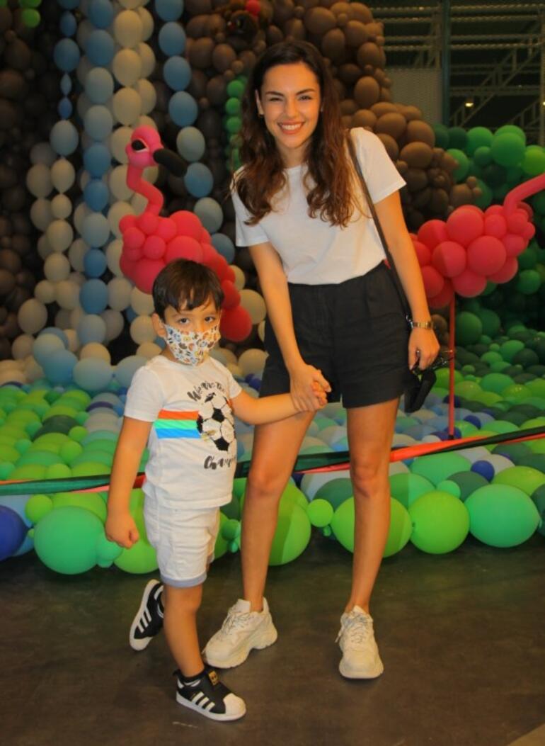 Yağmur Tanrısevsin yeğeniyle balon müzesinde