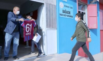 Diyarbakır'daki Trabzonspor taraftarı öğrencilere forma