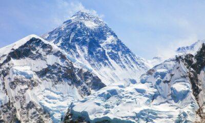 Everest Dağı'nın zirvesinde mikroplastik izlerine rastlandı
