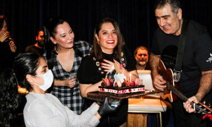 Reyhan Karaca'ya doğum günü sürprizi
