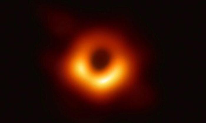 En yaşlı kara deliğin ışınları, 13 milyar ışık yılı öteden geliyor
