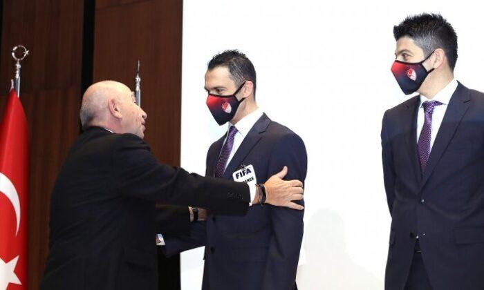 FIFA kokartı takmaya hak kazanan hakemler için tören