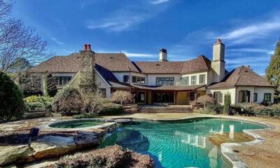 Hollywood'un en zengin aktörü Dwayne Johnson havuzlu çiftlik evini zararına satıyor