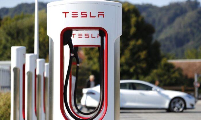Tesla, en büyük şarj istasyonunu Çin'de açtı