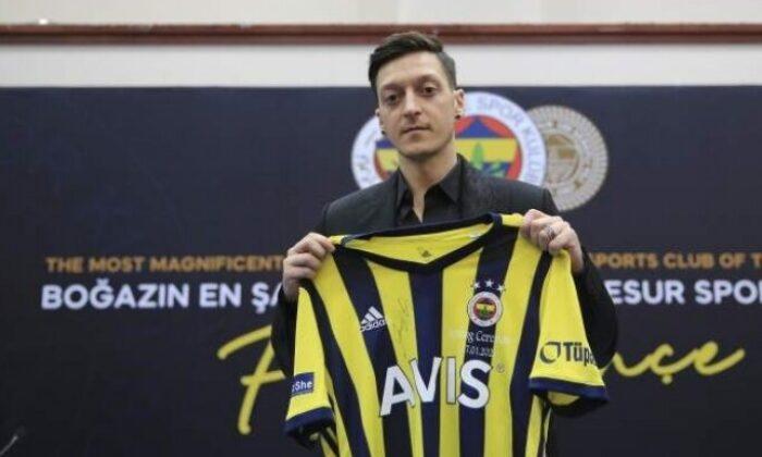 """Mesut Özil'den İrfan Can Kahveci'ye """"hoş geldin"""" mesajı"""
