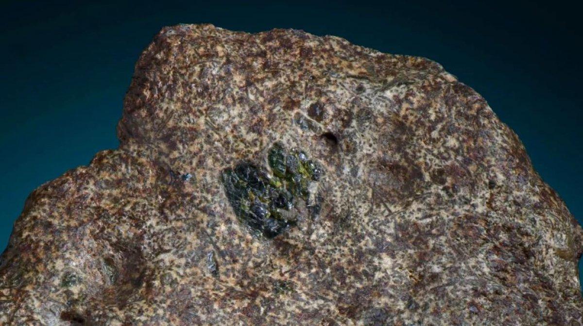 Bilim insanları, 4.6 milyar yaşında bir göktaşı buldu #1
