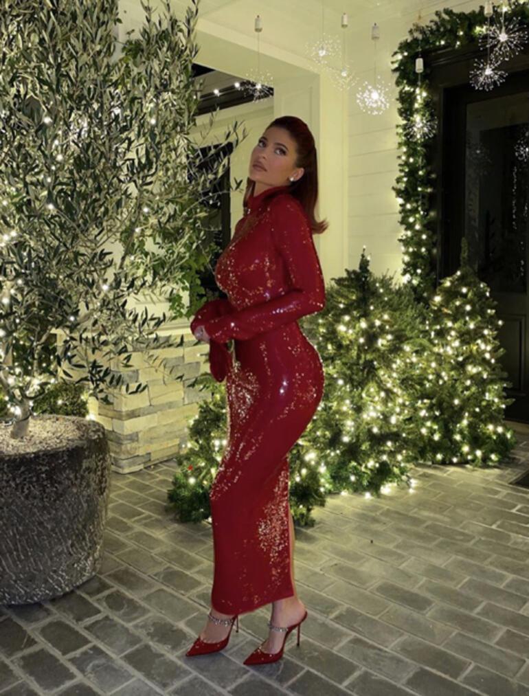Eleştirilere yanıt olarak yarım milyon dolar harcadı: Kylie Jenner kesenin ağzını açtı