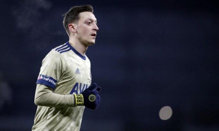 """Mesut Özil: """"Geri dönmek için mücadeleye devam"""""""