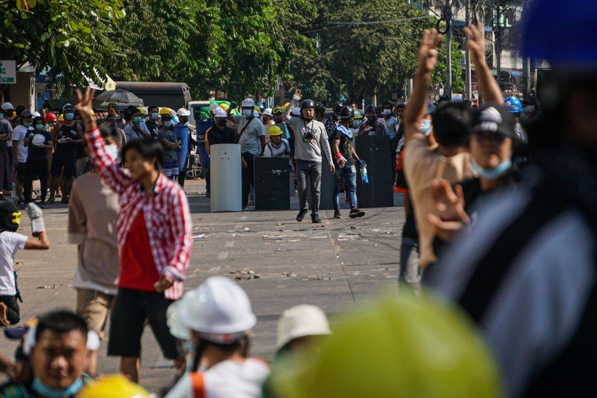 Myanmar'da orduya ait YouTube kanalları kapatıldı