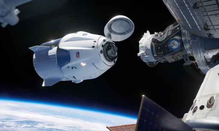 Astronotları taşıyan Crew Dragon kapsülü Dünya'ya indi